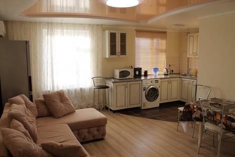 Сдается 3-комнатная квартира посуточно в Геленджике, ул. Полевая, 45а.