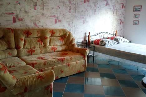 Сдается 1-комнатная квартира посуточно в Коктебеле, пер.Долинный 15а.