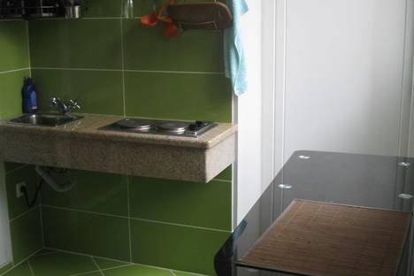 Сдается 1-комнатная квартира посуточно в Орджоникидзе, ул.Бондаренко 12.