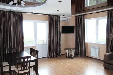 Сдается 2-комнатная квартира посуточно в Геленджике, ул. Южная, 35.
