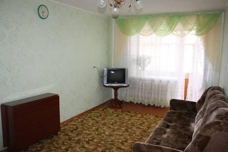 Сдается 2-комнатная квартира посуточно, ул. 40 лет октября дом 8.