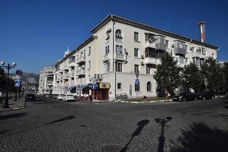 Сдается 3-комнатная квартира посуточнов Крымске, ул. Губернского, 22.