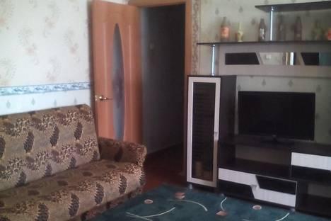 Сдается 2-комнатная квартира посуточно в Яровом, ул. 40 лет Октября, 3.