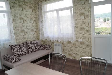 Сдается 2-комнатная квартира посуточнов Сочи, Санаторная, 26.