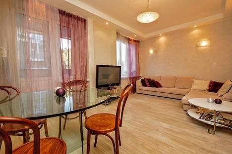 Сдается 2-комнатная квартира посуточно в Санкт-Петербурге, ул.Восстания, 6А.