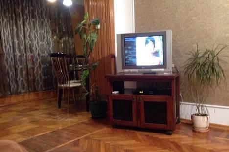 Сдается 2-комнатная квартира посуточнов Сухуме, Чочуа, 37.