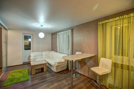 Сдается 2-комнатная квартира посуточно, ул. Фридриха Энгельса, 5а.