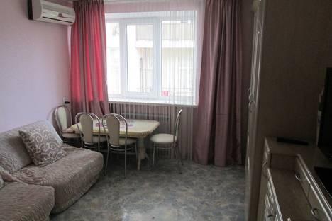 Сдается 2-комнатная квартира посуточно в Алуште, Ленина 28.
