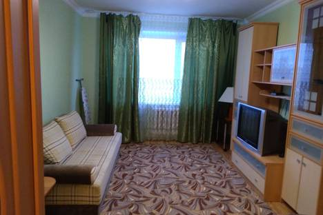 Сдается 2-комнатная квартира посуточно, 8 микрорайон, д.14.