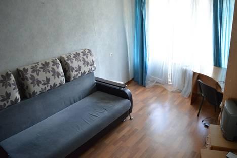 Сдается 2-комнатная квартира посуточнов Гатчине, ул. Хохлова, д 7а.
