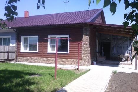 Сдается коттедж посуточно в Яровом, ул. Комсомольская, 15.