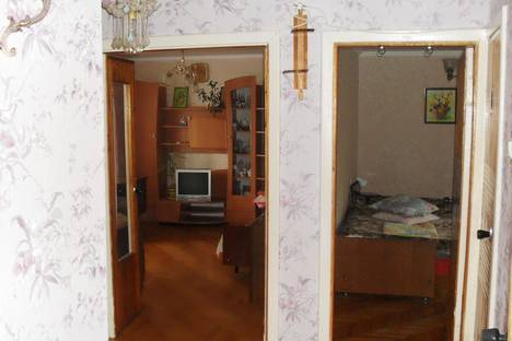 Сдается 2-комнатная квартира посуточно в Гурзуфе, ул. Подвойского, д. 9.