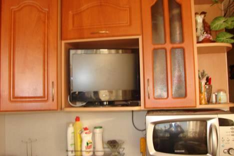 Сдается 2-комнатная квартира посуточнов Гатчине, КАРЛА МАРСА 26.