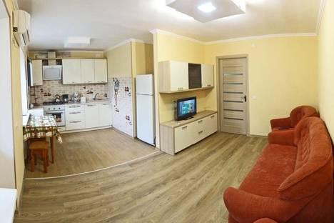 Сдается 2-комнатная квартира посуточнов Орджоникидзе, бул. старшинова 3.