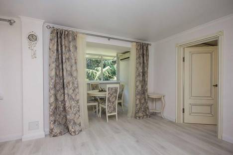 Сдается 2-комнатная квартира посуточно в Адлере, ул. Куйбышева, 20.