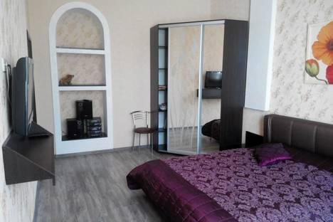Сдается 2-комнатная квартира посуточно, Сенявина 3.