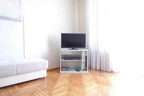 Сдается 2-комнатная квартира посуточно в Батуми, ул. Мамеда Абашидзе, 6.