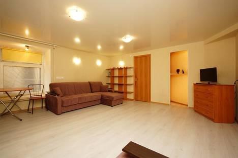 Сдается 1-комнатная квартира посуточно в Санкт-Петербурге, ул. Гончарная, 7.