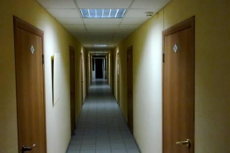 Сдается комната посуточнов Екатеринбурге, ул. Шарташская, 21.