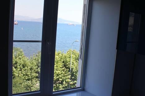 Сдается 2-комнатная квартира посуточно в Новороссийске, ул. Набережная им Адмирала Серебрякова, 43.