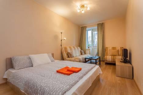 Сдается 1-комнатная квартира посуточнов Санкт-Петербурге, ул. Учительская, 18к1.