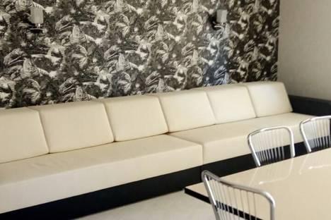 Сдается 3-комнатная квартира посуточно в Саратове, ул. Новоузенская, 11/13.