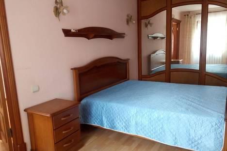 Сдается 2-комнатная квартира посуточно в Томске, ул. Нахимова, 12.
