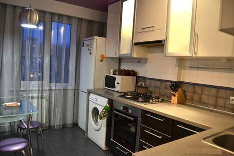 Сдается 2-комнатная квартира посуточно в Калуге, Солнечный бульвар, 4 корпус 2.