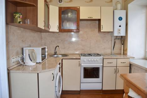Сдается 1-комнатная квартира посуточно в Ухте, Оплеснина 1.