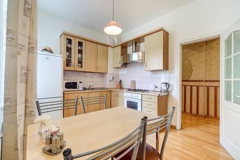 Сдается 2-комнатная квартира посуточно в Санкт-Петербурге, ул. Караванная, 7А.