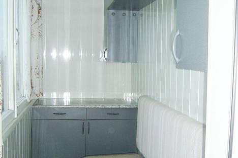 Сдается 2-комнатная квартира посуточно в Таганроге, ул. Шмидта, 13.