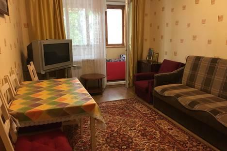 Сдается 2-комнатная квартира посуточно в Алуште, ул. Платановая , 6.