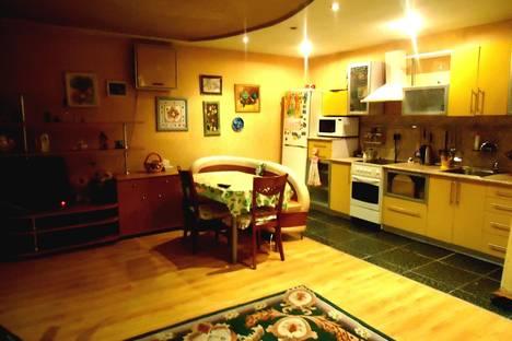 Сдается 4-комнатная квартира посуточнов Уссурийске, Ленина 136.