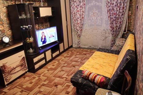 Сдается 1-комнатная квартира посуточно в Кировске, 50 лет октября 7.