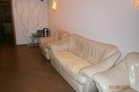 Сдается 2-комнатная квартира посуточно в Алуште, ул.50 лет Октября,14.