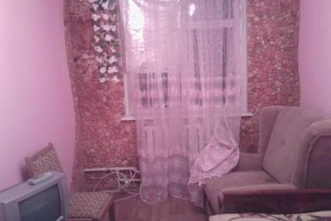 Сдается 2-комнатная квартира посуточно в Алуште, ул. Ялтинская 2.