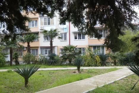 Сдается 1-комнатная квартира посуточнов Сочи, ул. Голубые Дали, 17.