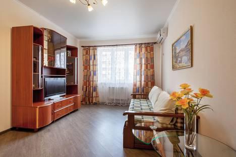 Сдается 1-комнатная квартира посуточно, ул. Казбекская, 15.