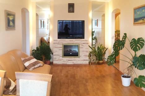 Сдается 3-комнатная квартира посуточно в Калининграде, ул. Эпроновская, 25.