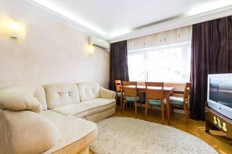 Сдается 3-комнатная квартира посуточнов Долгопрудном, Большая Тульская ул., 2.