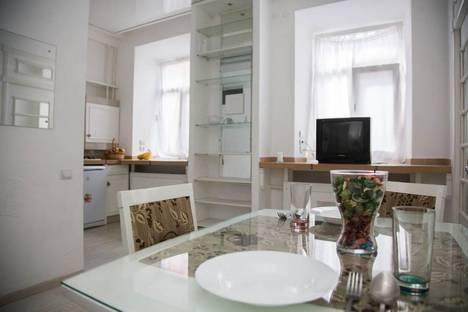 Сдается 2-комнатная квартира посуточно в Ижевске, ул. Карла Маркса, 175.