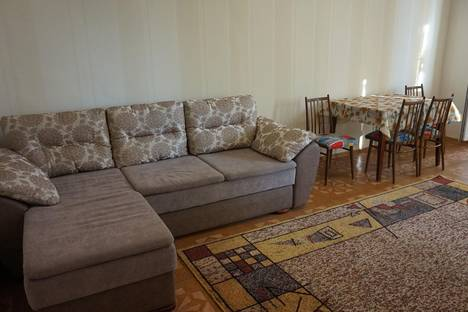 Сдается 3-комнатная квартира посуточно в Севастополе, Проспект Октябрьской Революции 25.