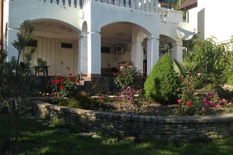 Сдается 2-комнатная квартира посуточнов Сочи, ул. Есауленко, дом 11/7.