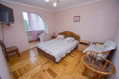 Сдается 4-комнатная квартира посуточнов Гаспре, ул. Подвойского, №1127.