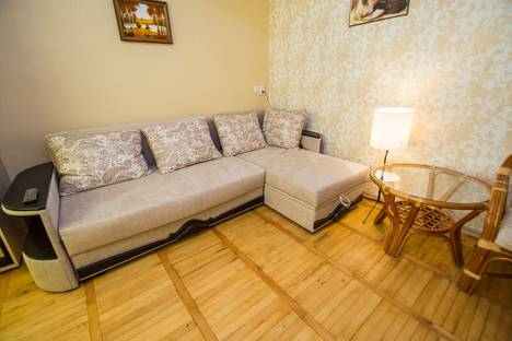 Сдается 4-комнатная квартира посуточно в Гурзуфе, ул. Подвойского, №1127.