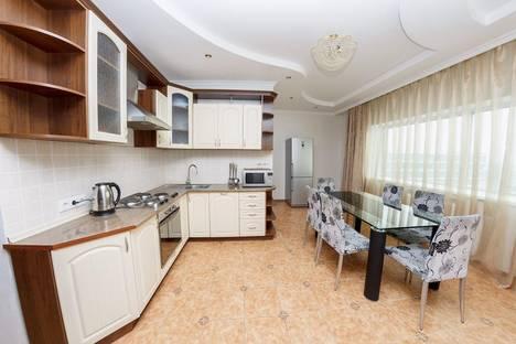 Сдается 3-комнатная квартира посуточно в Астане, ул. Достык, 5.