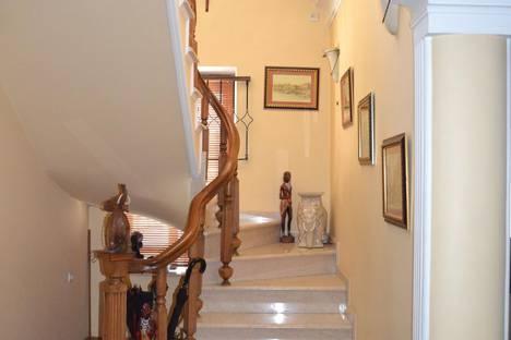 Сдается 4-комнатная квартира посуточнов Кобулети, ул. Вахтанга Горгасали, 30.