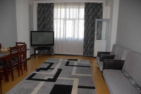 Сдается 3-комнатная квартира посуточно, Р.Рустамов,72а.