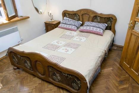 Сдается 3-комнатная квартира посуточно в Ялте, Садовая ул., 14Б.