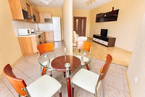 Сдается 2-комнатная квартира посуточнов Екатеринбурге, Кузнечная, 79.
